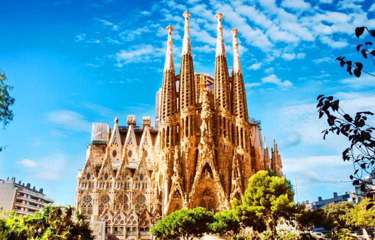 Quién construyó la Sagrada Familia – Sooluciona